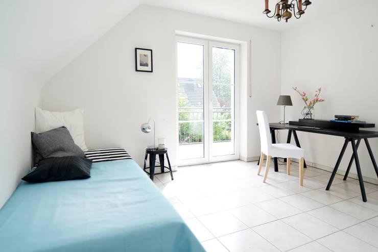 Projekty,  Sypialnia zaprojektowane przez Momentum Homestaging