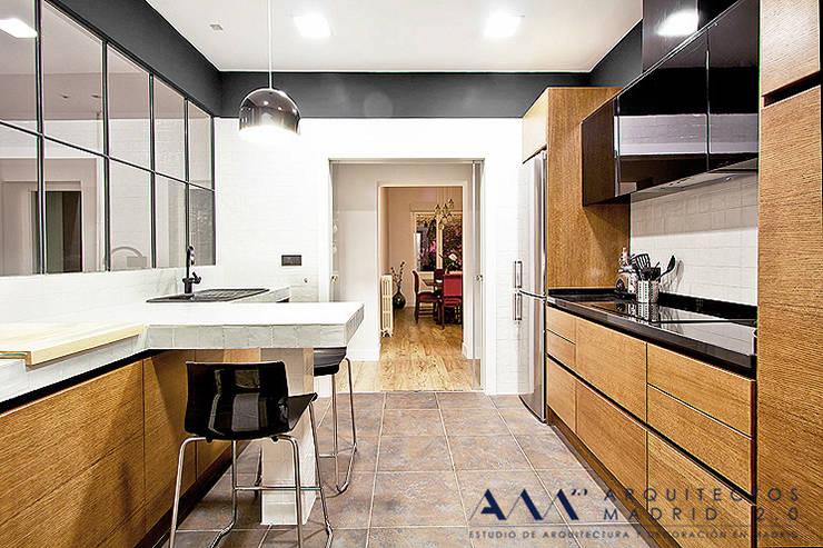 Reforma integral de piso en Madrid: Cocinas de estilo ecléctico de Arquitectos Madrid 2.0