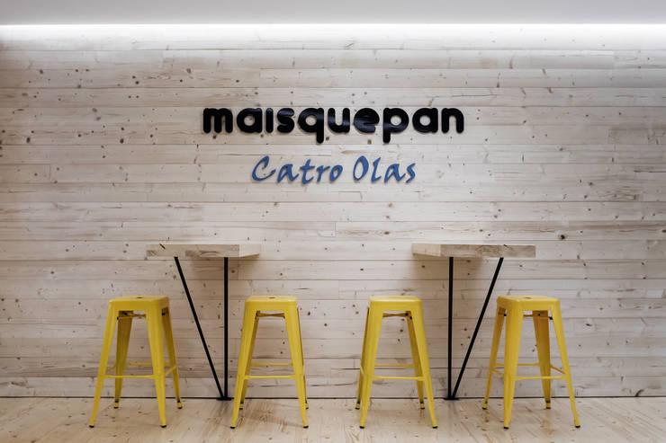 Panadería Maisquepan: Locales gastronómicos de estilo  de Nan Arquitectos