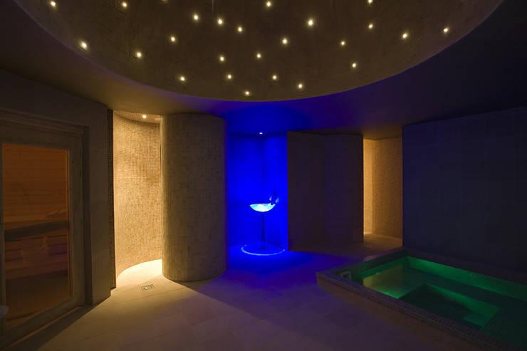Spa Hôtel 4* - Château de charme:  de style  par Agence Philippe BATIFOULIER Design