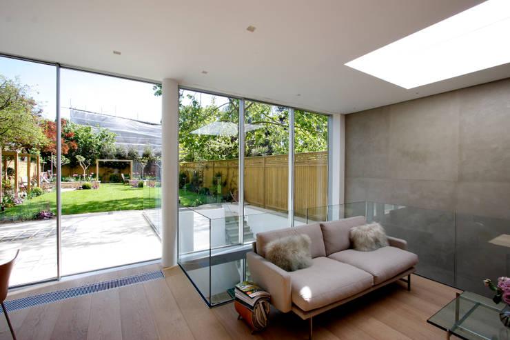 Herondale:  Living room by IQ Glass UK