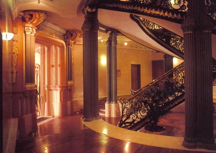 REHABILITACION PALACIO LONGORIA: Oficinas y Tiendas de estilo  de ESF estudio santiago fajardo