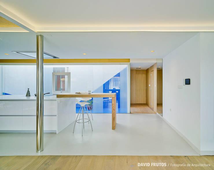 """REFORMA """"DESDE SUIZA CON AMOR"""": Casas de estilo  de FLAP STUDIO"""