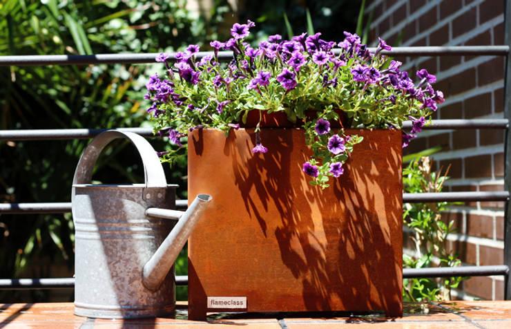 Teide Small Planter: Jardín de estilo  de CLASS MANUFACTURING SA