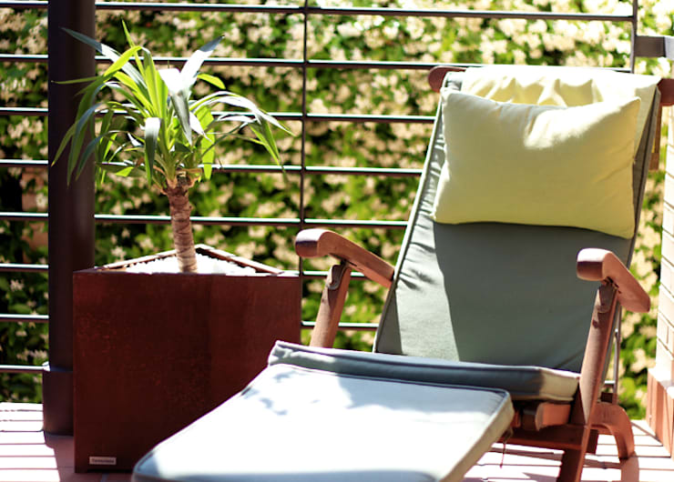 Teide Medium Planter: Jardín de estilo  de CLASS MANUFACTURING SA