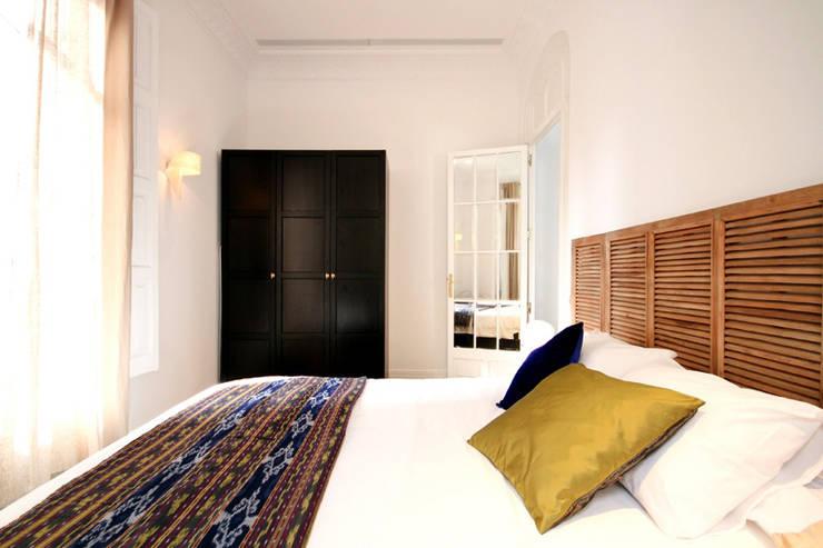 Apartamento turistico Eixample: Casas de estilo  de Piedra Papel Tijera Interiorismo