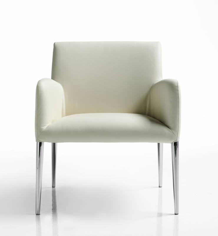 Gamme de chaises, fauteuils et banquettes Smart: Salon de style  par PROTIS