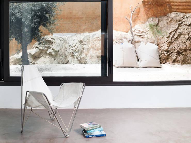 Balcones, porches y terrazas de estilo  por DVELAS