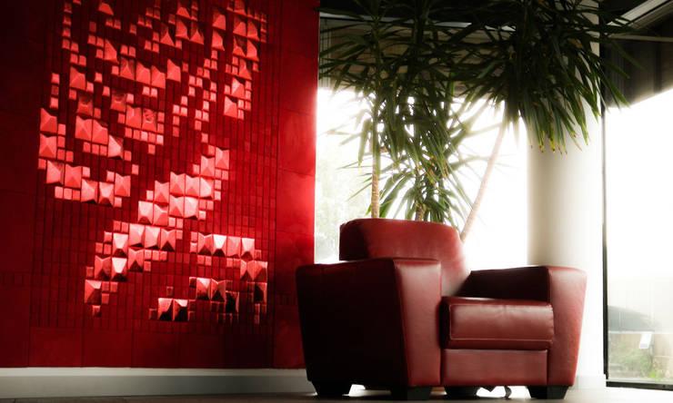 Lapèlle Design dedica a tutti voi una rosa rossa.: Pareti & Pavimenti in stile  di Lapèlle Design