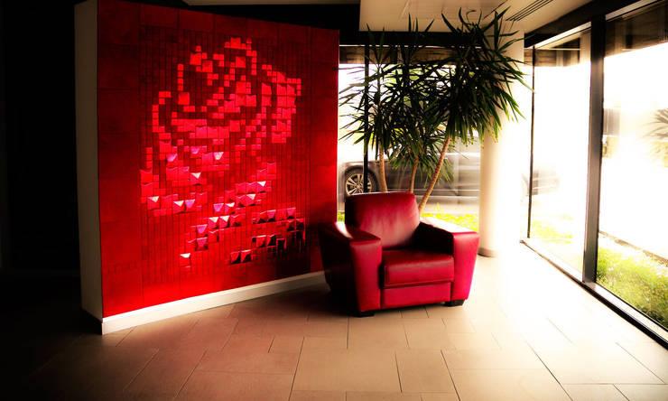 Lapèlle Design dedica a tutti voi una rosa rossa.: Pareti & Pavimenti in stile in stile Moderno di Lapèlle Design