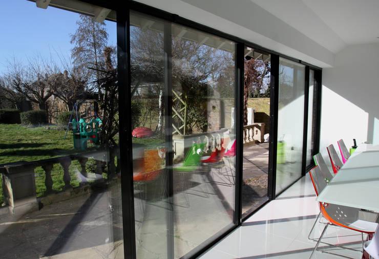 Burdon Lane:  Dining room by IQ Glass UK