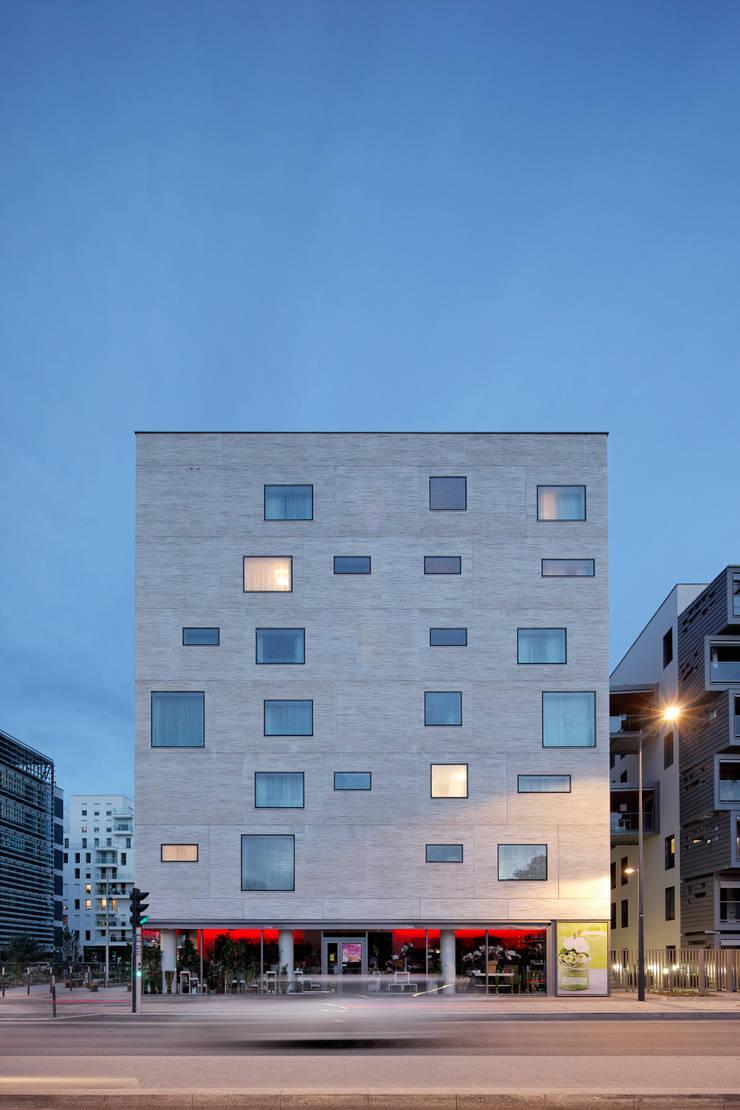 Carre Seine:  de style  par PietriArchitectes