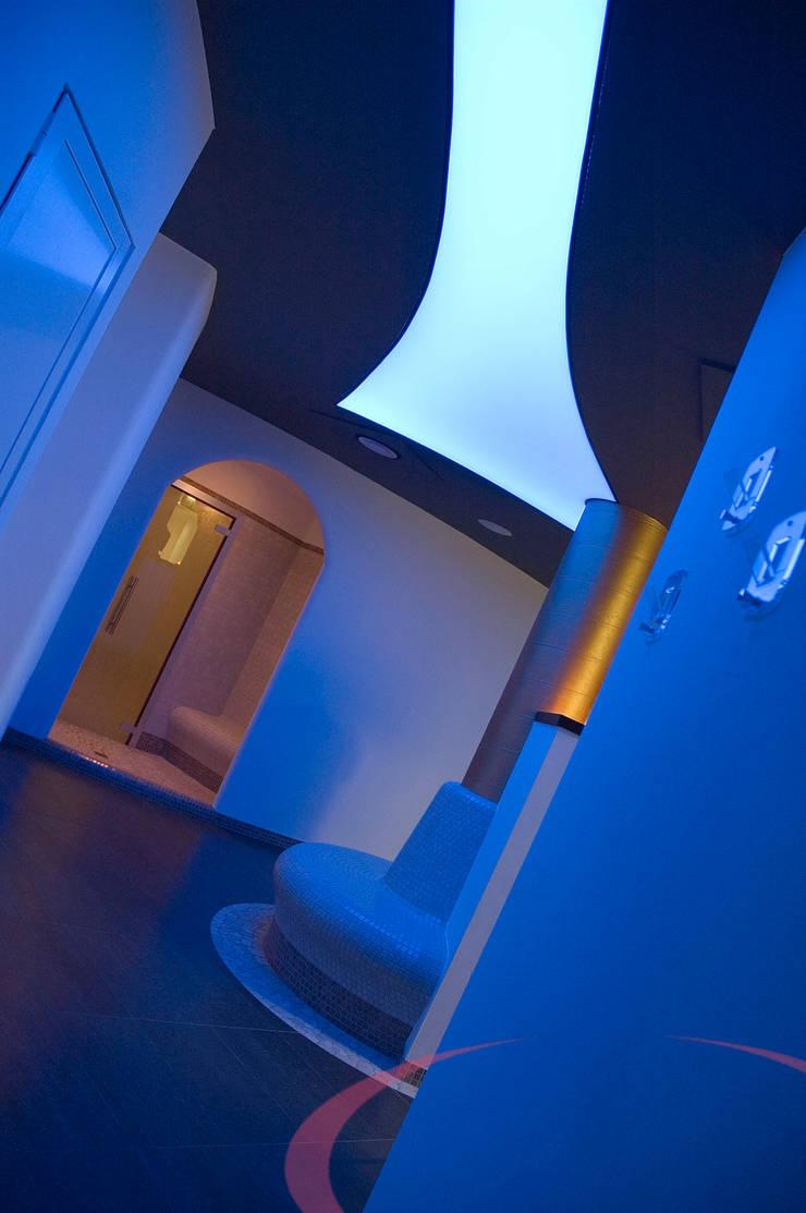 Centro benessere, dettagli: Spa in stile  di ITALIAN WELLNESS - The Art of Wellness, Moderno
