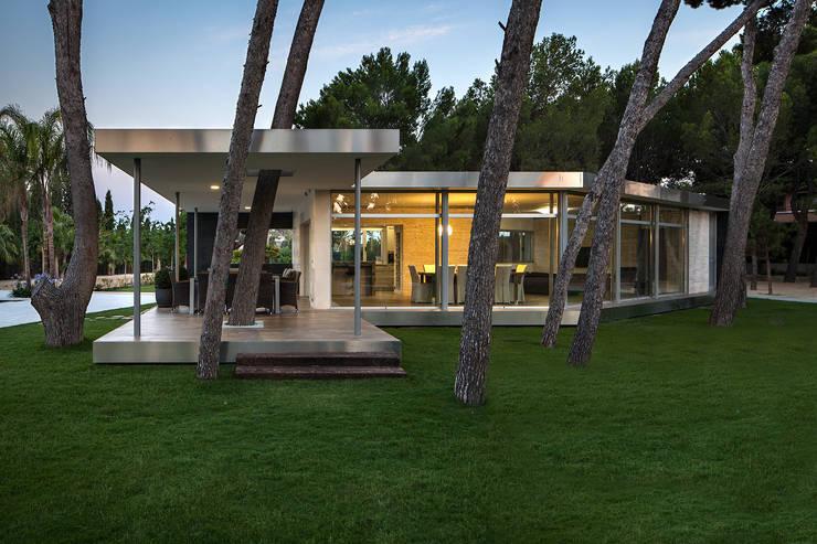 Pabellón entre Pinos: Casas de estilo  de e2b arquitectos
