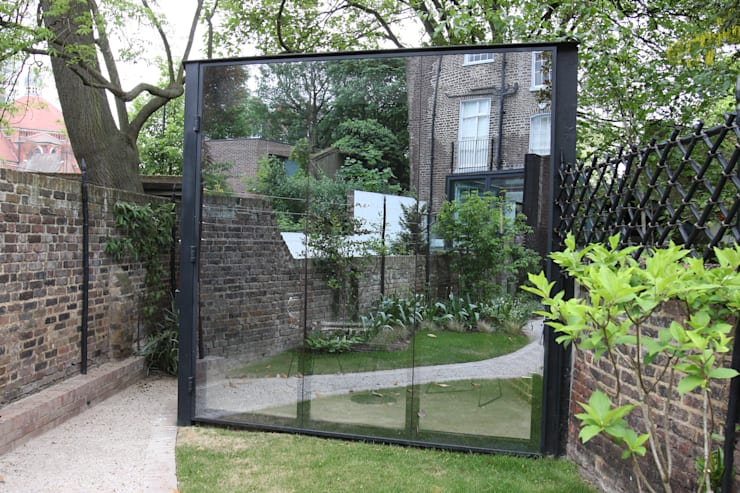 Canonbury Square:  Garage/shed by IQ Glass UK