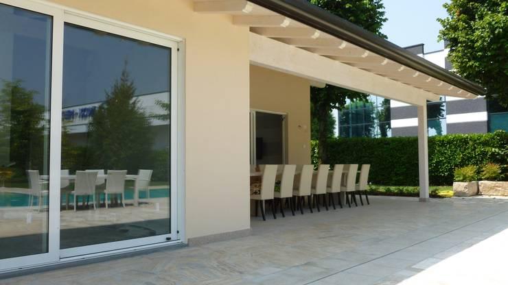 VILLA UNIFAMILIARE [CIVIDATE - BG]  www.marlegno.it  - Progetto: Ing. Pasinelli:  in stile  di Marlegno