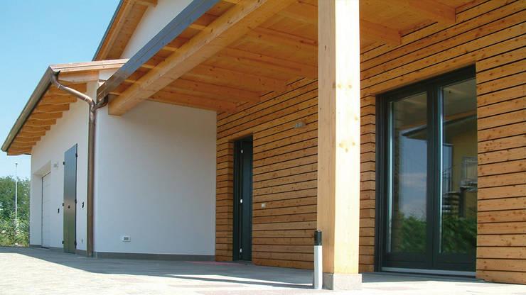 Casa di legno: Casa di legno in stile  di Marlegno