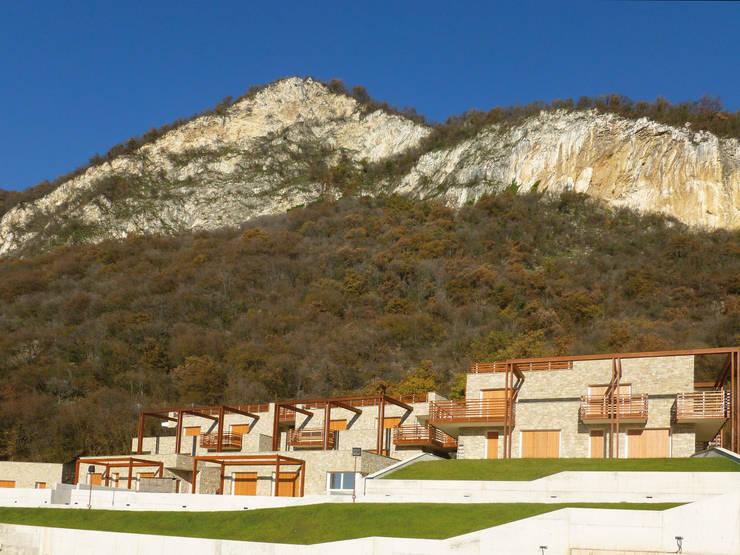 Complesso residenziale in lengo: Villa a schiera in stile  di Marlegno