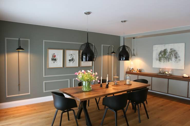 dining room:  Dining room by Esra Kazmirci Mimarlik