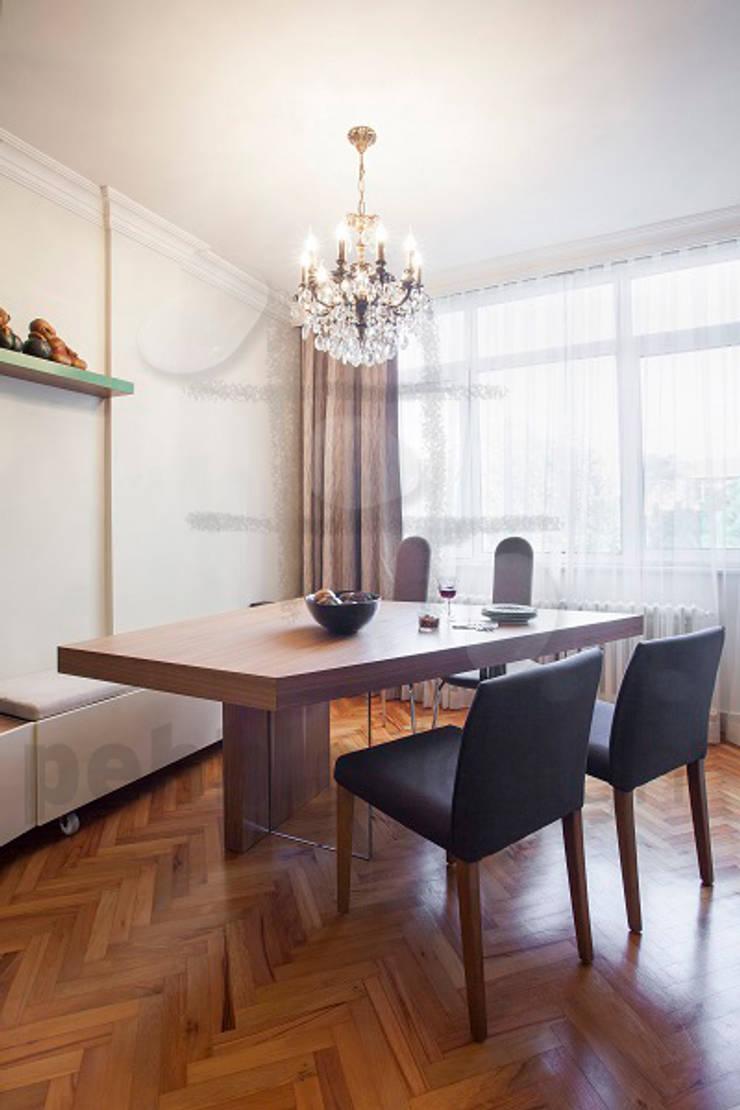 Dining room by Pebbledesign / Çakıltașları Mimarlık Tasarım