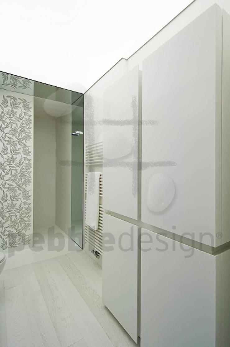 Bathroom by Pebbledesign / Çakıltașları Mimarlık Tasarım