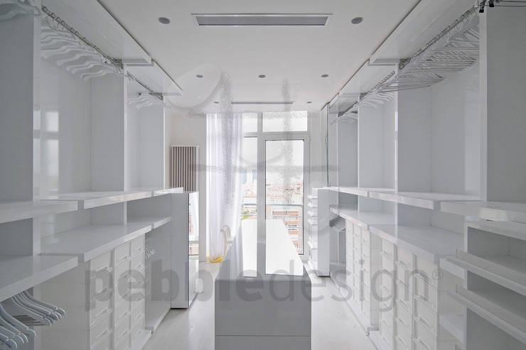 Dressing room by Pebbledesign / Çakıltașları Mimarlık Tasarım
