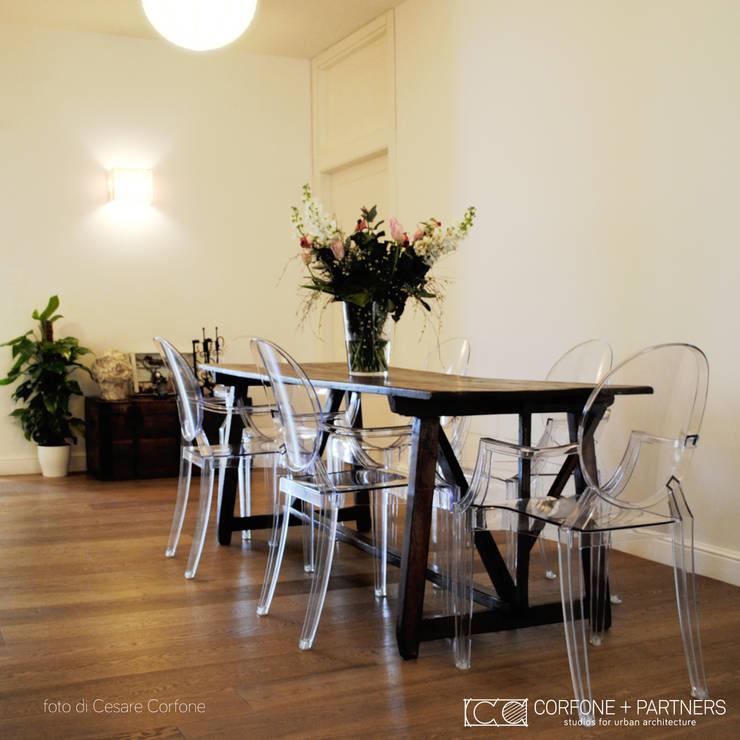 CASA 2L: Sala da pranzo in stile  di CORFONE + PARTNERS studios for urban architecture