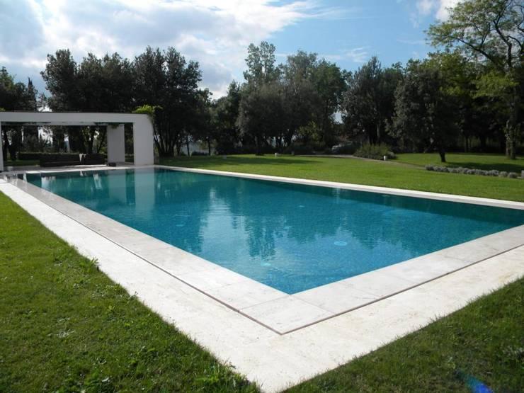 piscine privata:  in stile  di OROBLUPISCINE