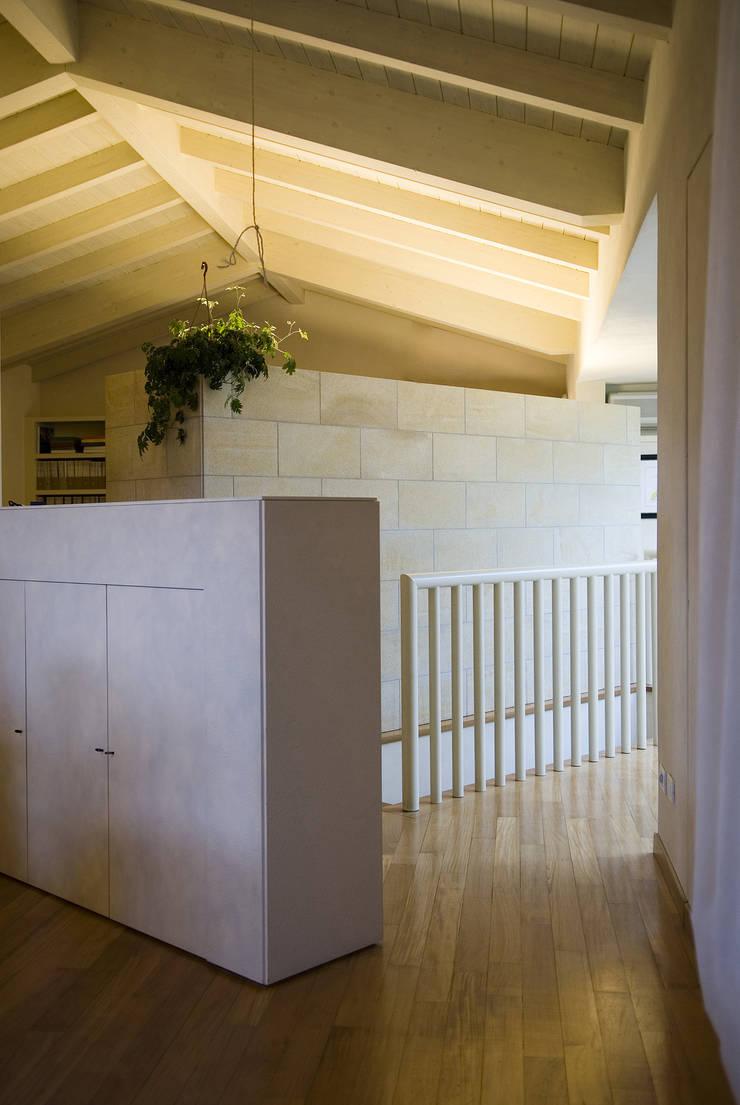 Casa privata:  in stile  di gliarchitettiassociati,
