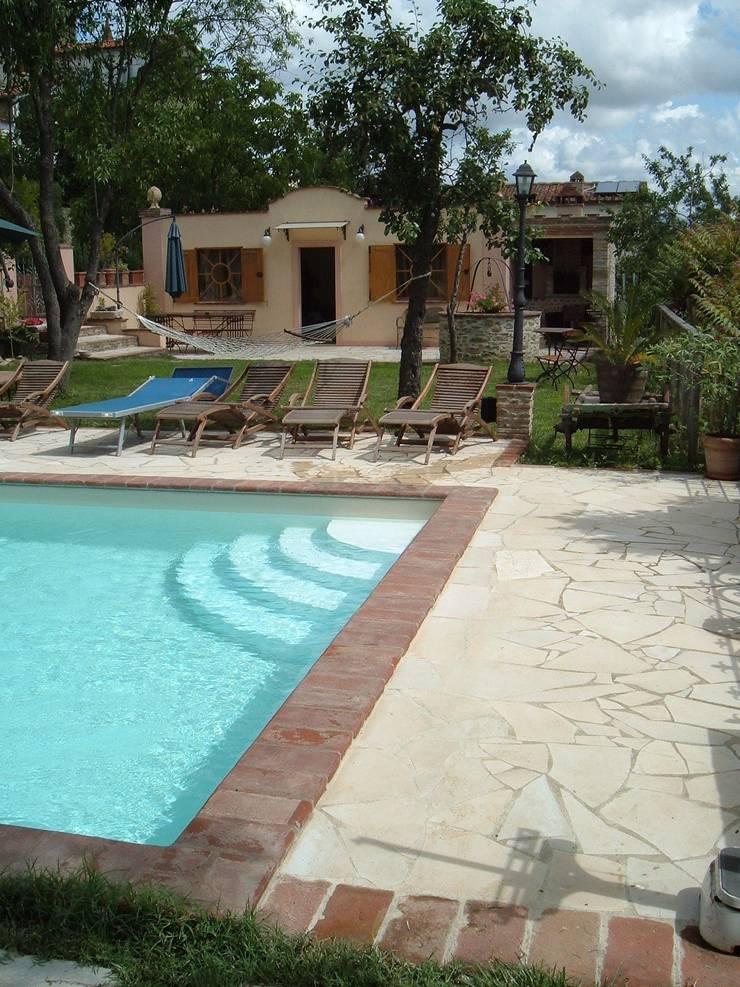 piscina privata:  in stile  di OROBLUPISCINE