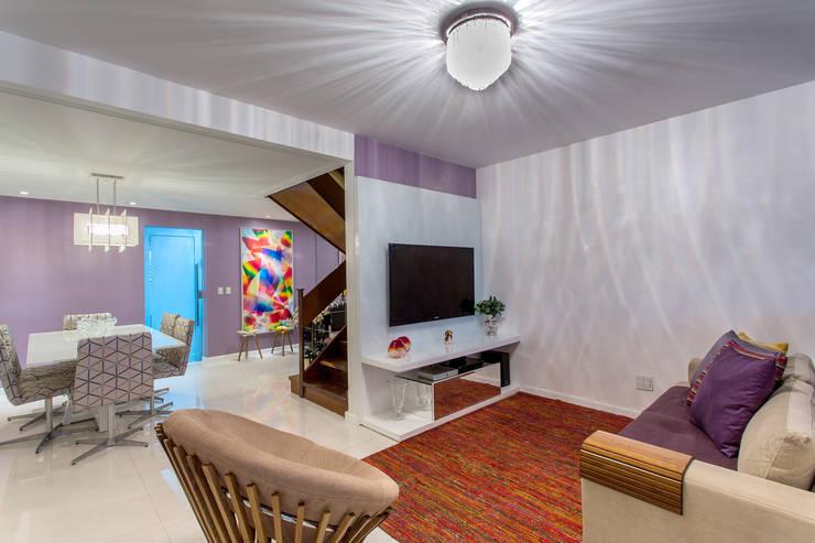 Sala Estar/ Jantar: Salas de estar  por Milla Holtz Arquitetura