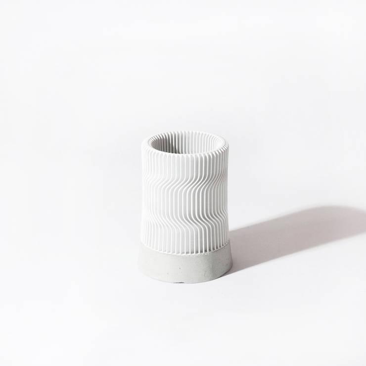 Kindof Pencil Vase: Kindof의 현대 ,모던