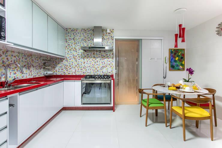 modern Kitchen by Bruno Sgrillo Arquitetura
