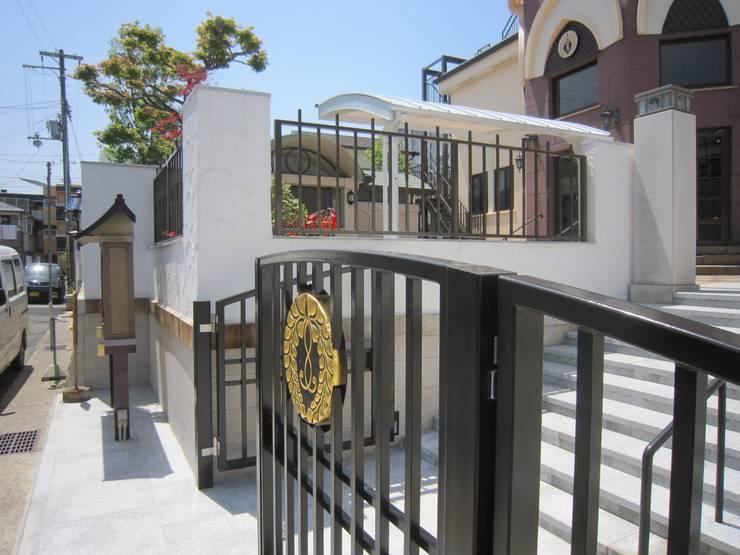正門廻りその2: プライム建築設計が手掛けた会議・展示施設です。