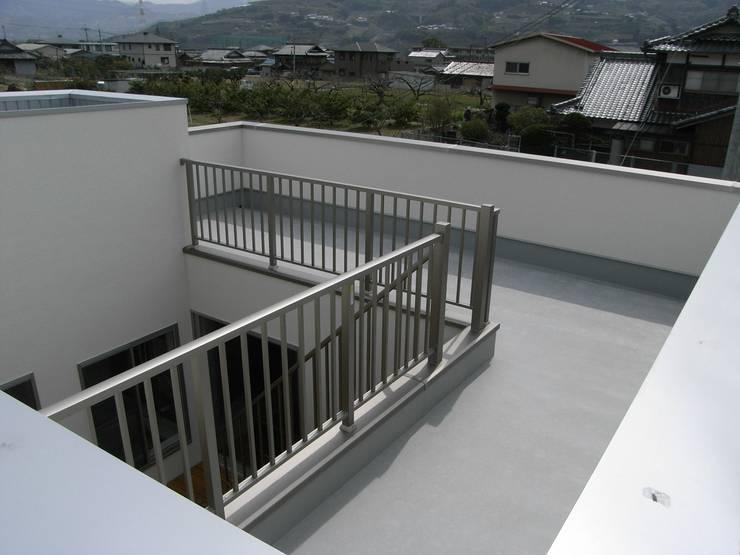 展望バルコニー: 松井設計が手掛けたテラス・ベランダです。
