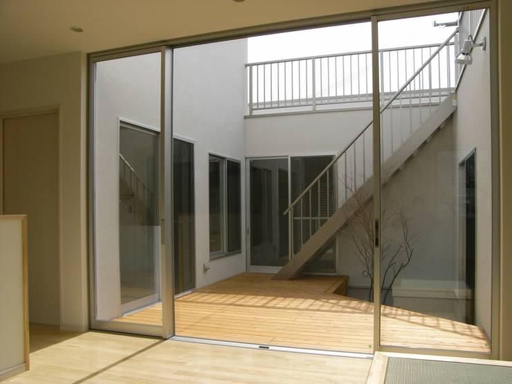 リビング: 松井設計が手掛けたリビングです。