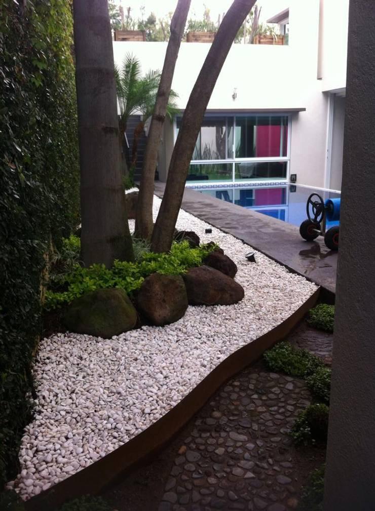 Garden by GHT EcoArquitectos, Minimalist