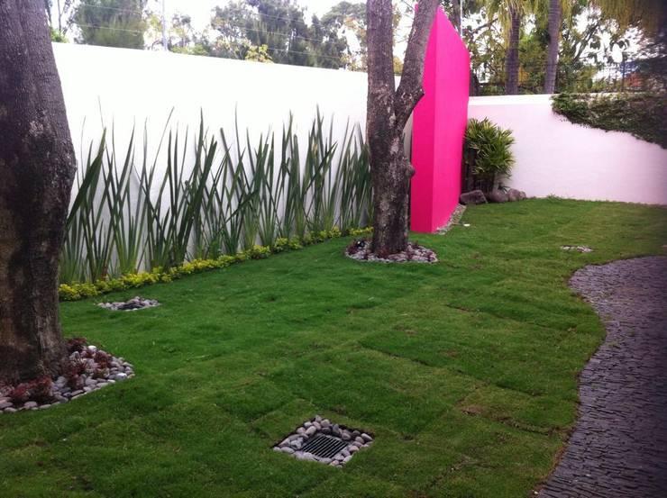 JARDIN POSTERIOR: Jardines de estilo  por GHT EcoArquitectos