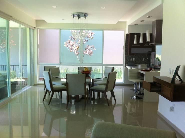 Sala de jantar  por GHT EcoArquitectos