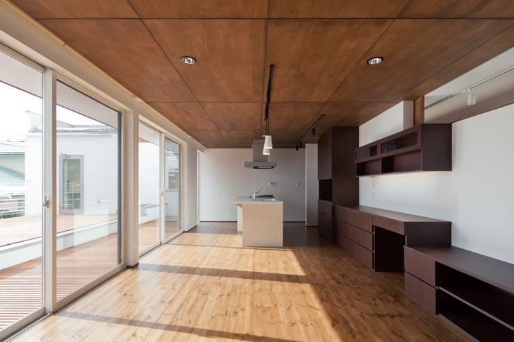 居間: 株式会社 mA建築計画工房が手掛けたリビングです。,オリジナル