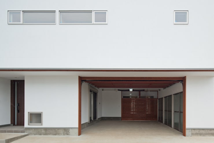 外観(インナーガレージ): 株式会社 mA建築計画工房が手掛けた家です。,オリジナル