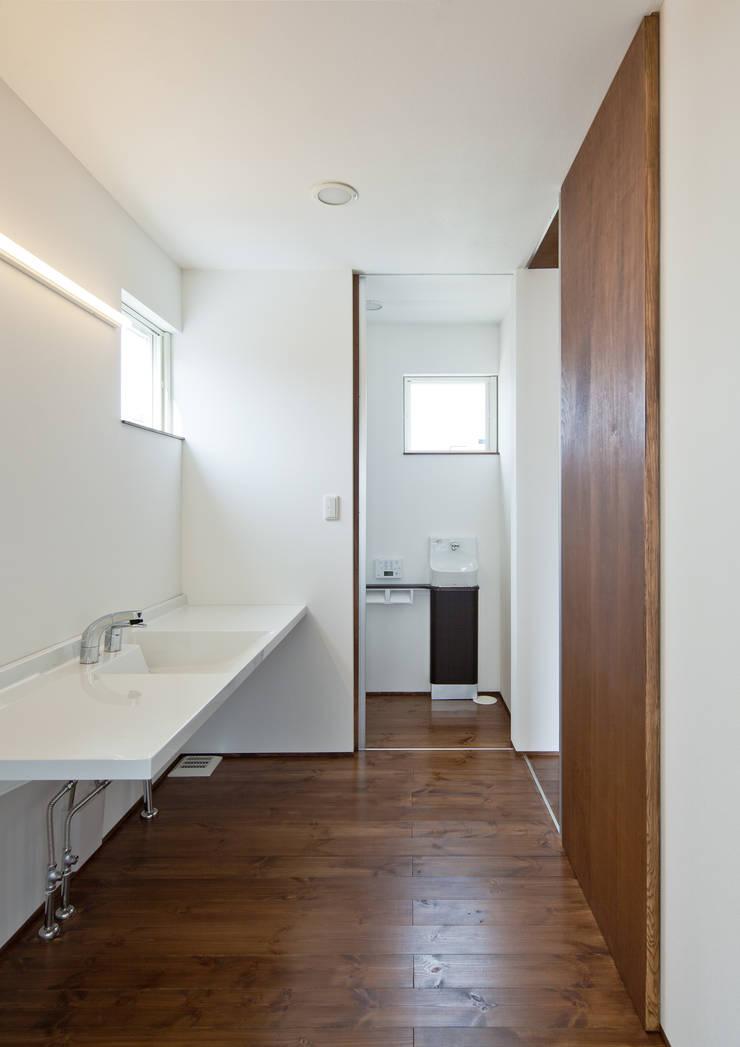 洗面脱衣所: 株式会社 mA建築計画工房が手掛けた浴室です。,オリジナル