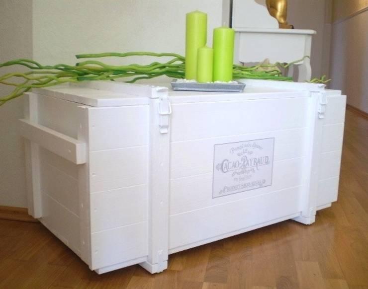 Viel Stauraum: landhausstil Wohnzimmer von Galerie-Artcat