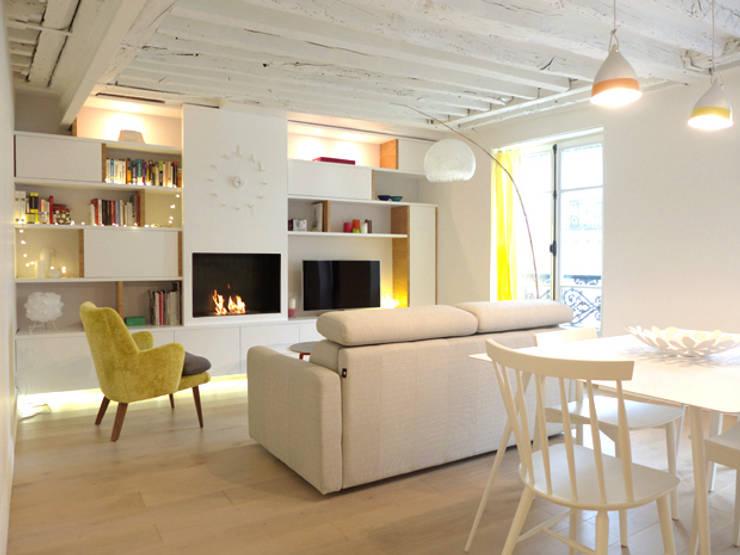 A SAINT GERMAIN DES PRES: Salon de style de style Moderne par EC Architecture Intérieure
