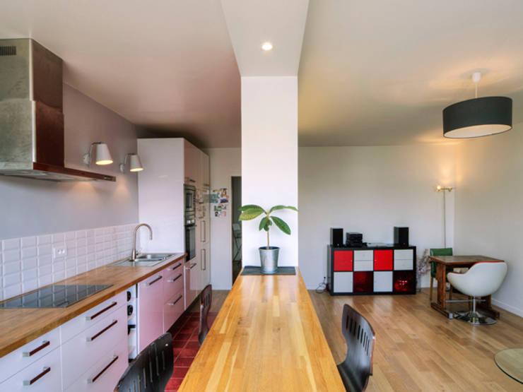 PRES DU MARCHE LA CHAPELLE: Salle à manger de style de style Moderne par EC Architecture Intérieure