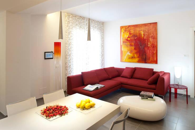 Interior design:  in stile  di Scannella Architects