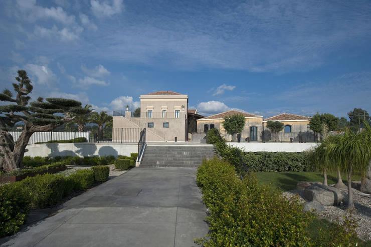 Centro Congressi :  in stile  di Scannella Architects