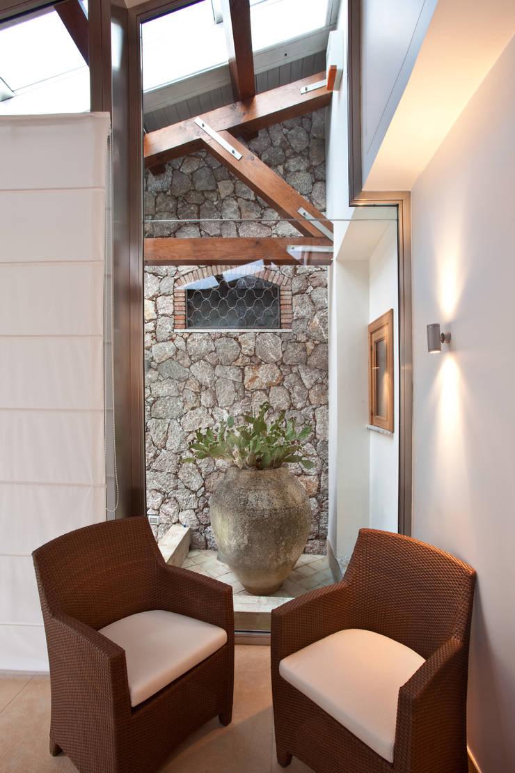 Casa vacanze:  in stile  di Scannella Architects