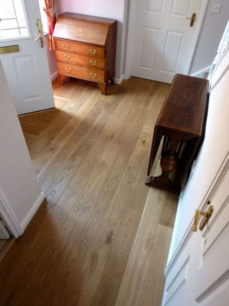 SMOKED SOLID FRENCH OAK FLOORING FITTED IN CAMBRIDGE:  Corridor, hallway & stairs by Fine Oak Flooring Ltd.