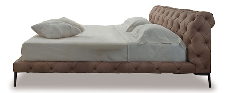 Harrison letto: Camera da letto in stile  di VALDICHIENTI